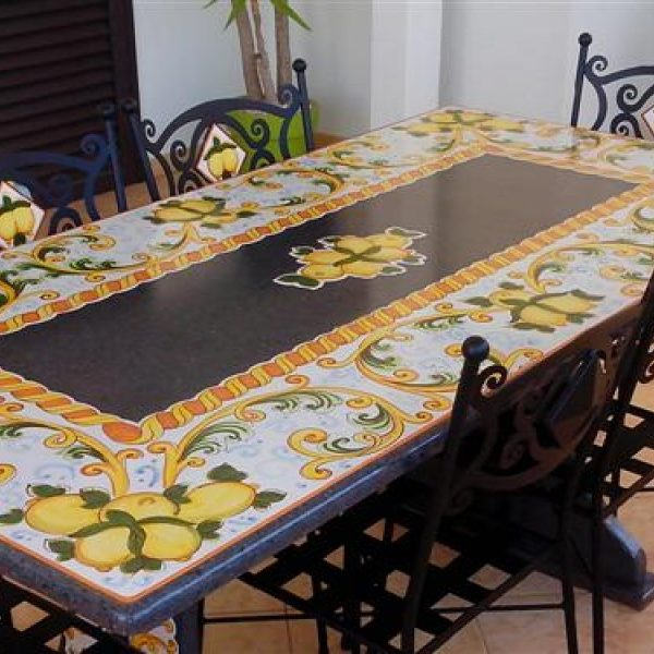 Tavoli In Pietra Lavica Prezzi.Tavolo In Pietra Lavica Leonforte Cu Ce Mur Cucine In Muratura
