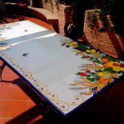 tavolo_in-pietra-lavica-calatabiano