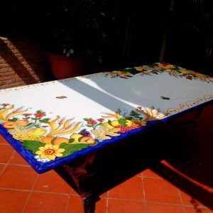 tavolo_in-pietra-lavica-calatabiano-dettaglio