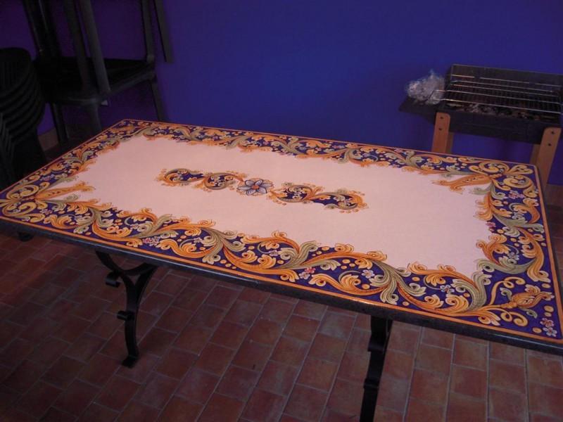 Tavolo in pietra lavica caltagirone cu ce mur cucine - Tavolo pietra lavica ...