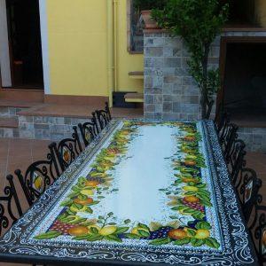 Tavolo in Pietra Lavica dell'Etna decorata a mano