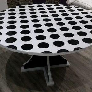 Tavolo in pietra lavica dell'Etna decorato a mano